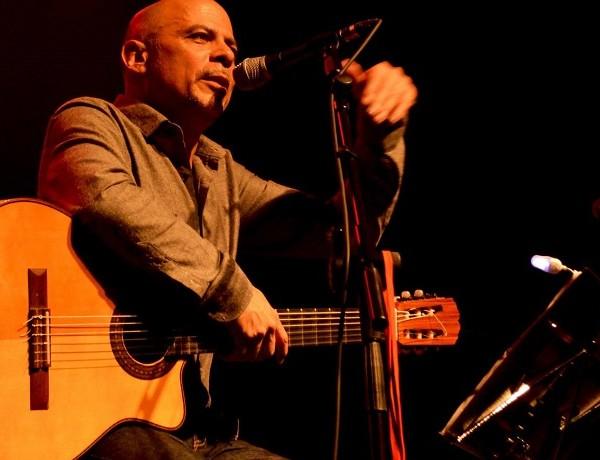 Ariel Prat y guitarra